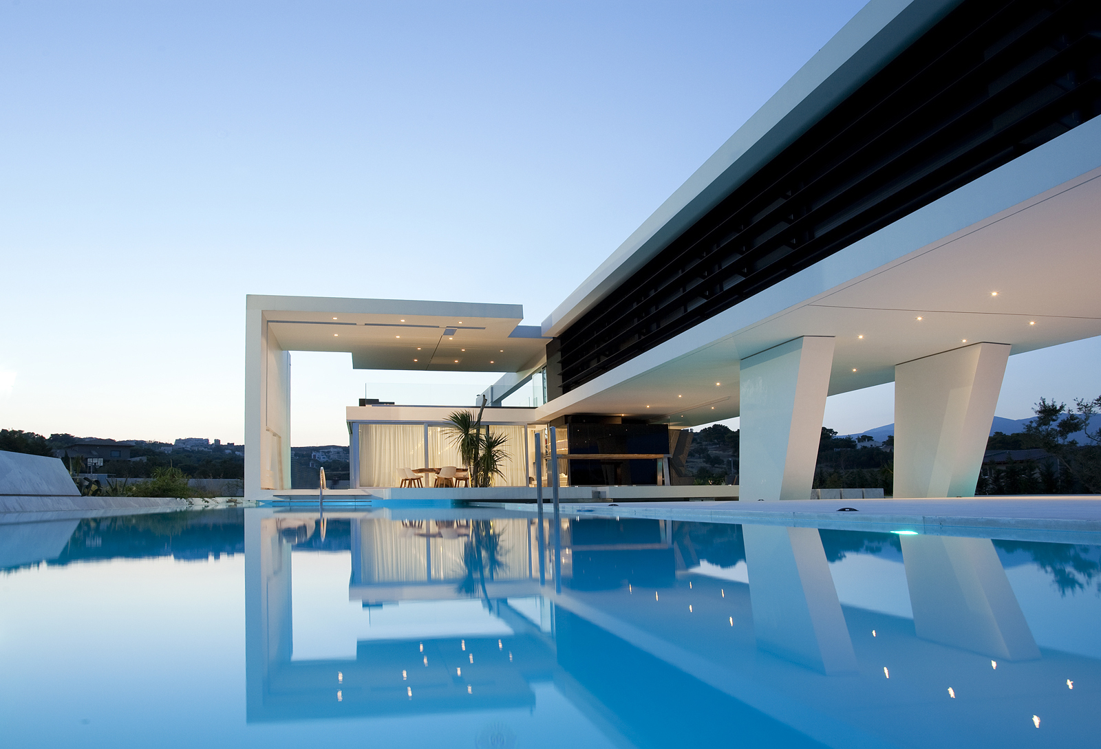 huge swimming pool of an impressive ultra modern house in athens - Huge Modern Houses