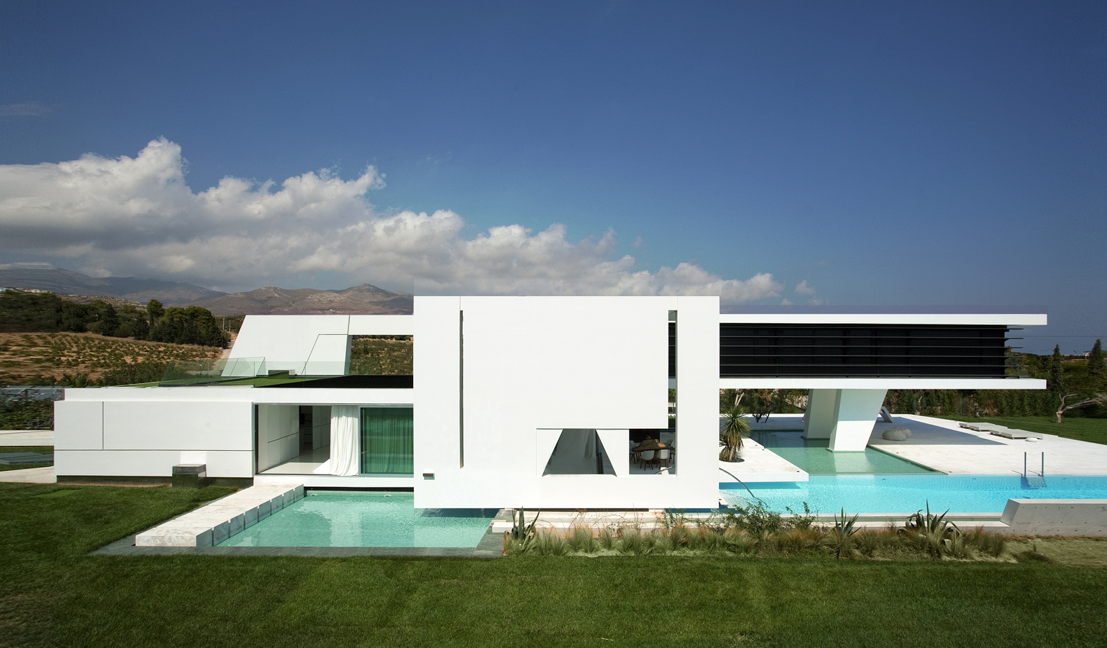 Right facade of an Impressive Ultra Modern House in Athens