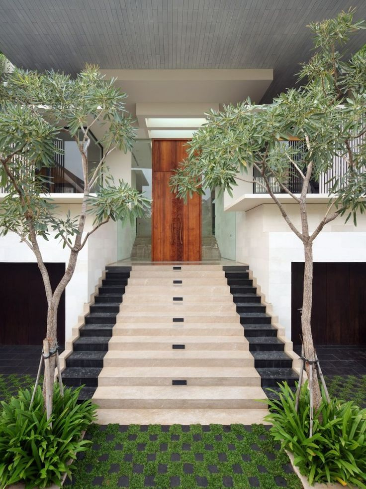 40 modern entrances designed to impress architecture beast for Front house entrance design ideas