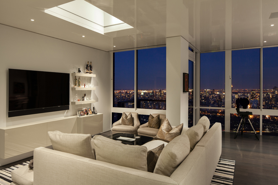 Gorgeous modern apartment above the new york city for Beautiful apartments in nyc