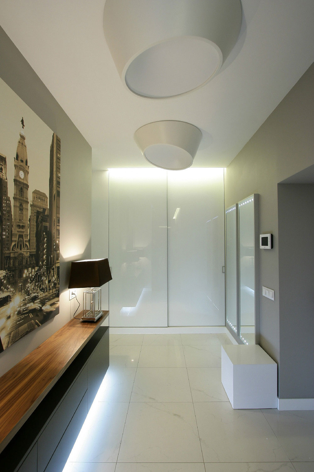 Small apartment designed to perfection by svoya studio for Apartment hall design