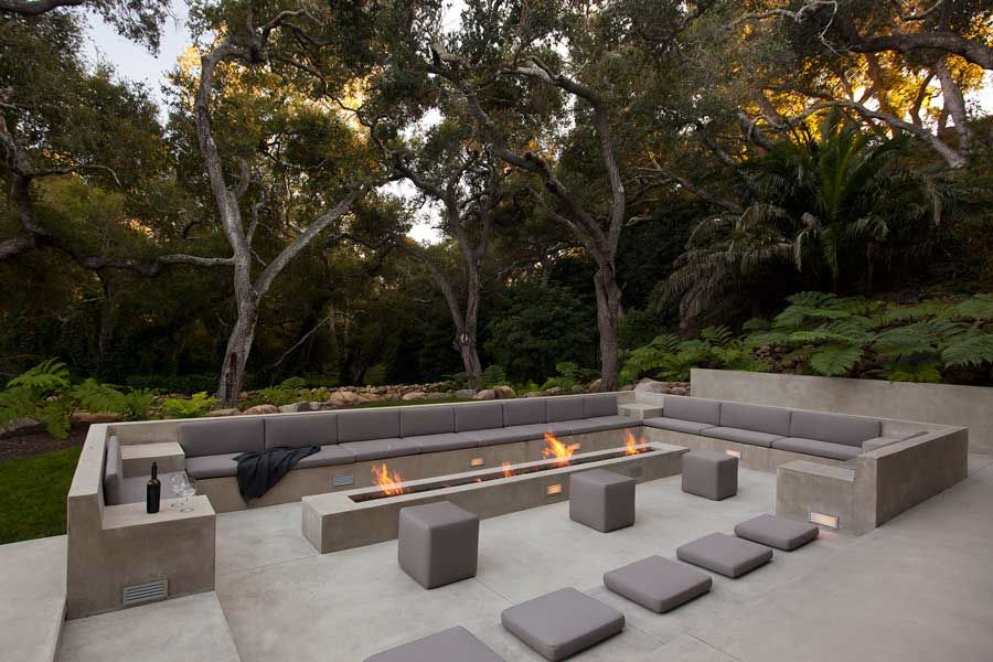Large modern terrace in the backyard