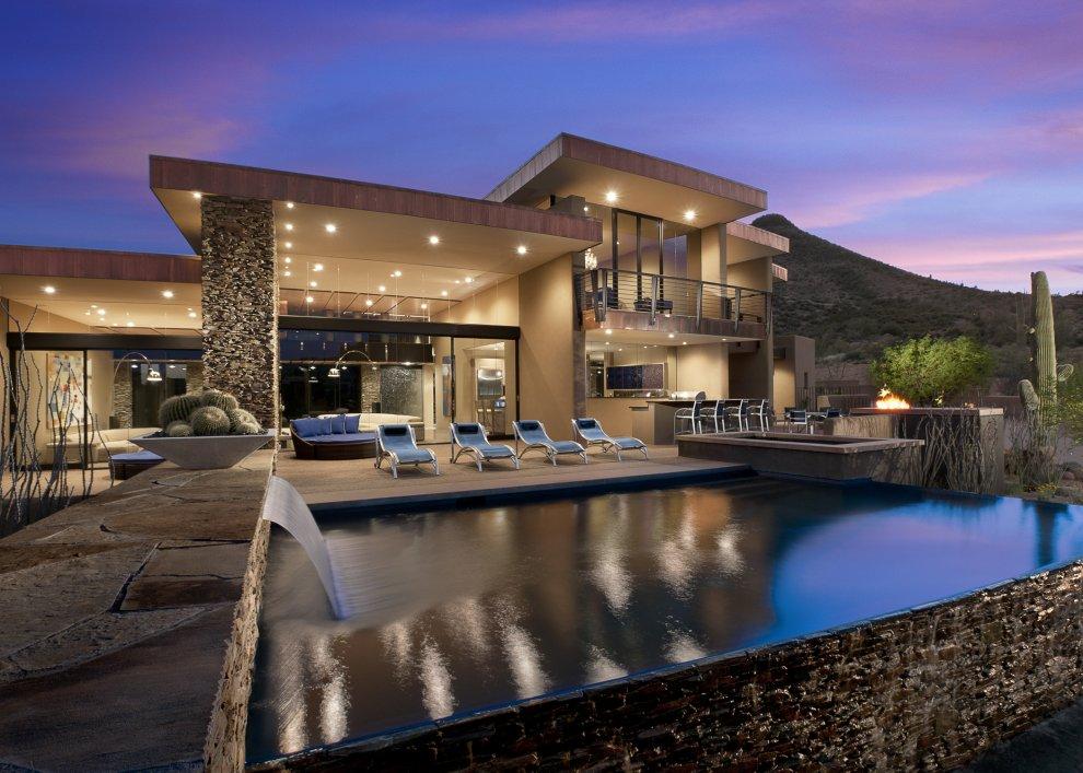 Modern home in the desert