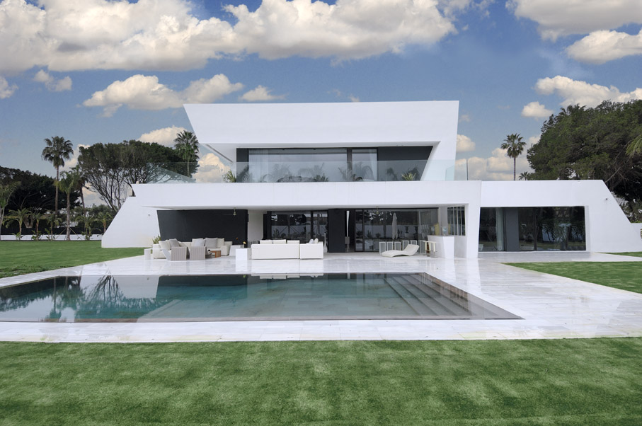 Modern white home and swimming pool