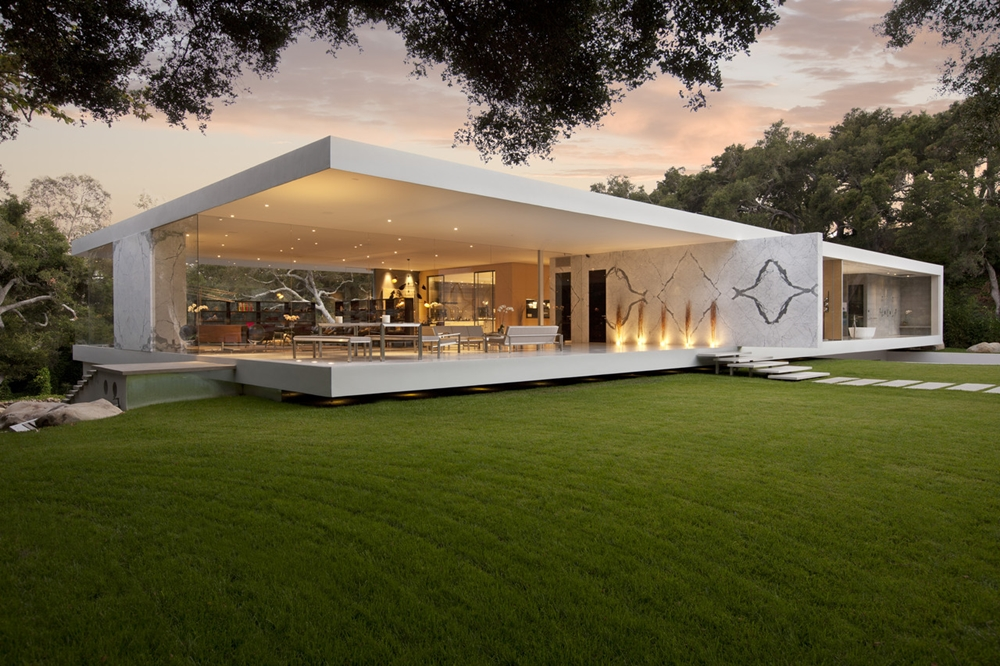Minimalist pavilion house