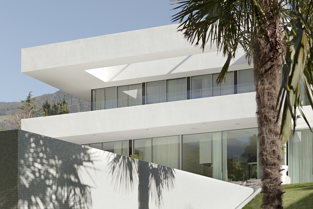 Most beautiful houses in the world house m for Minimalist house design uk