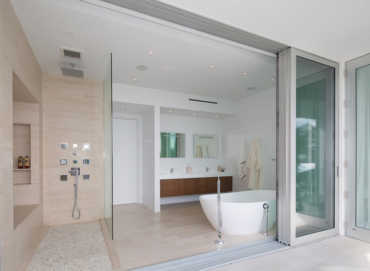 Phòng tắm trong ngôi nhà tuyệt vời của STRANG