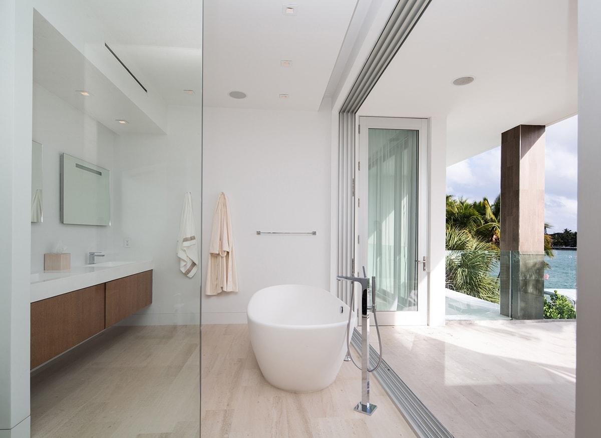 Phòng tắm tuyệt vời bởi STRANG