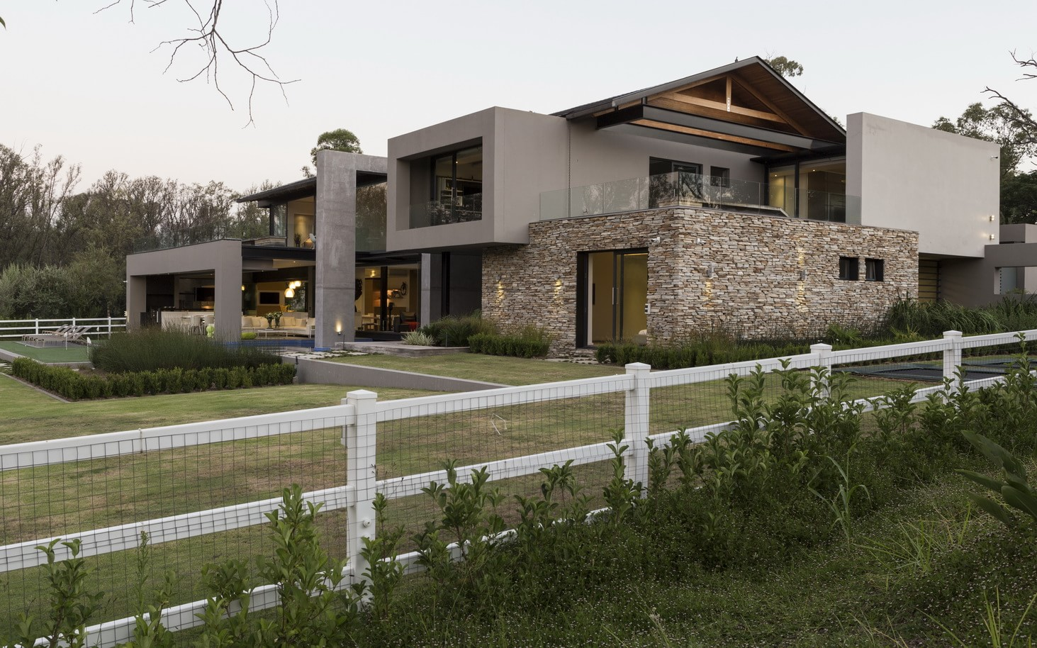 Contemporary house in blair athol south africa for Modern house 48