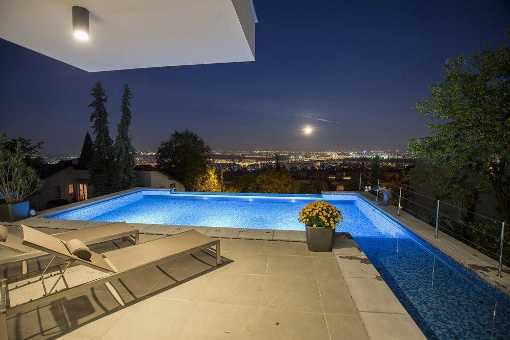 Hillside house above budapest by arx studio architecture for Pool design hillside