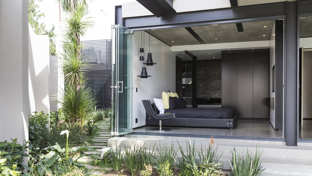 Open interior in Kloof Road House