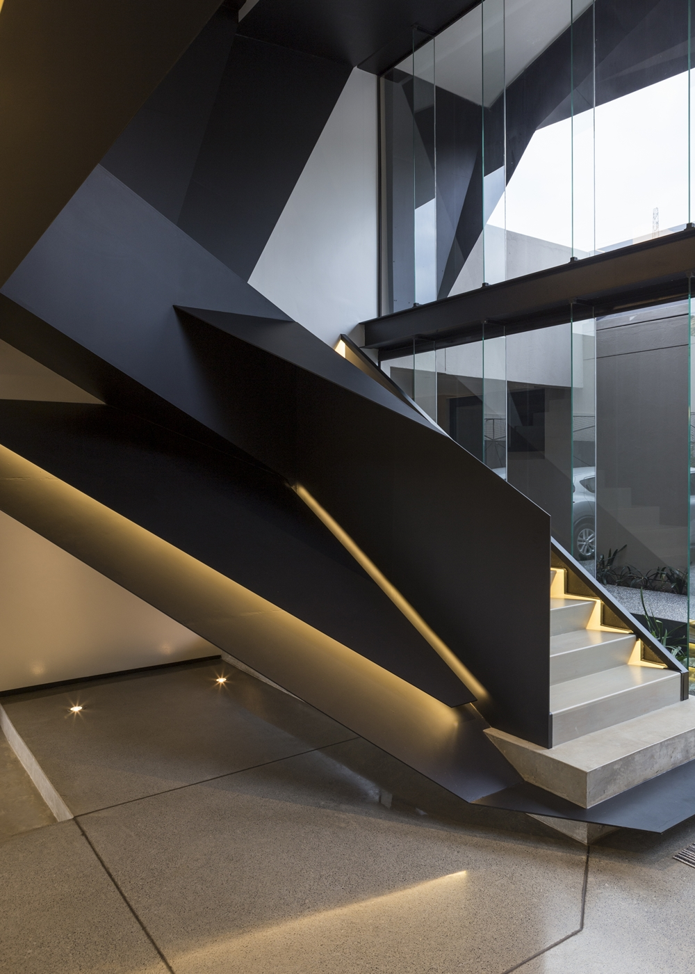 Sculptural staircase in Kloof Road House
