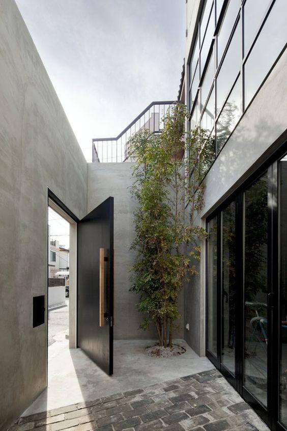 black gate doors