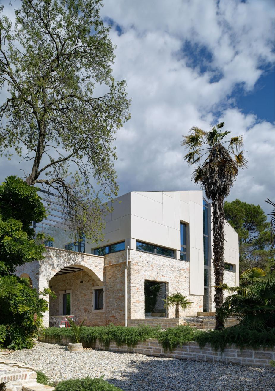 Biệt thự Địa Trung Hải của công ty TOBIS