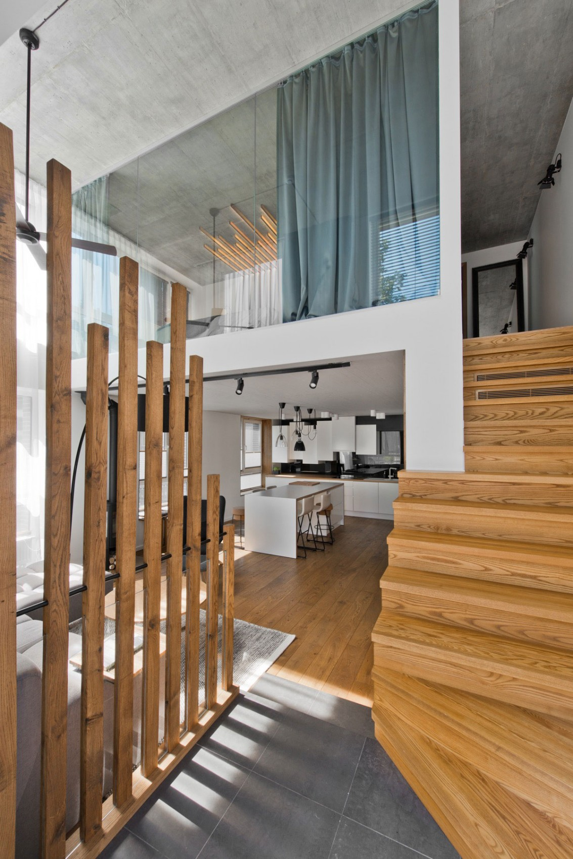 Entrance to the apartment by InArch