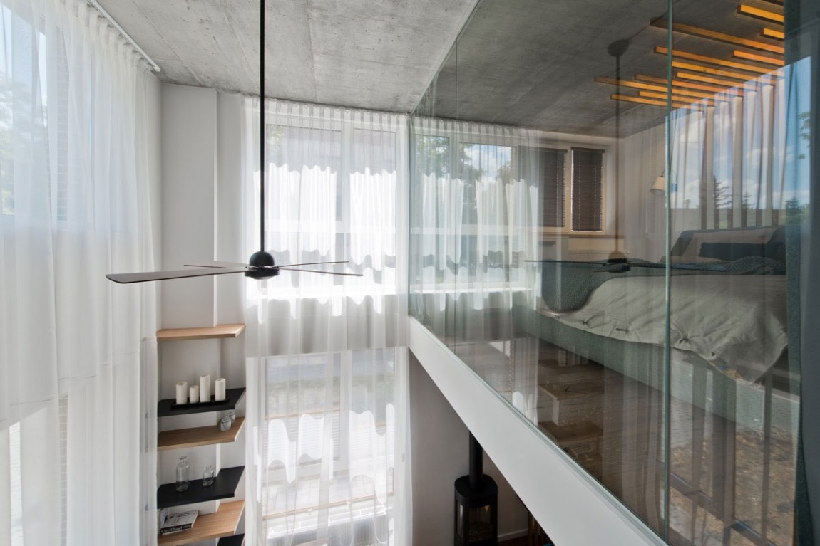 Glass wall by InArch