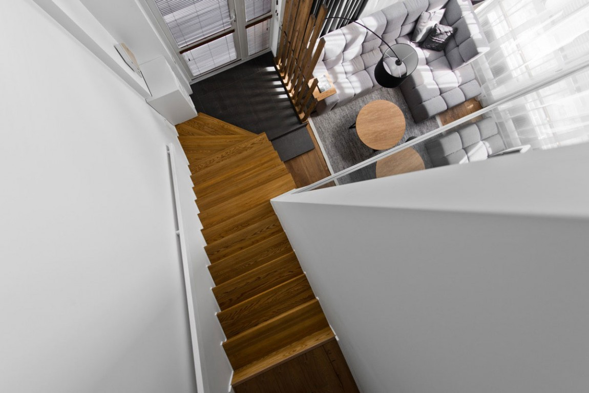Modern staircase design by InArch