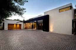 New Mosi residence by Nico van der Meulen Architects