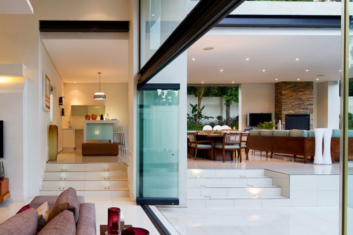 Sliding Walls In New Mosi Residence By Nico Van Der Meulen Architects