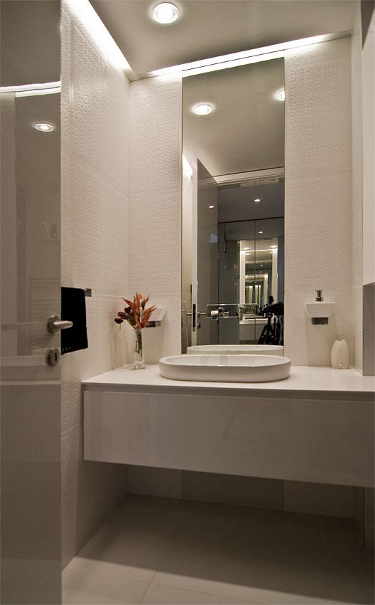 Modern small bathroom by Fimera