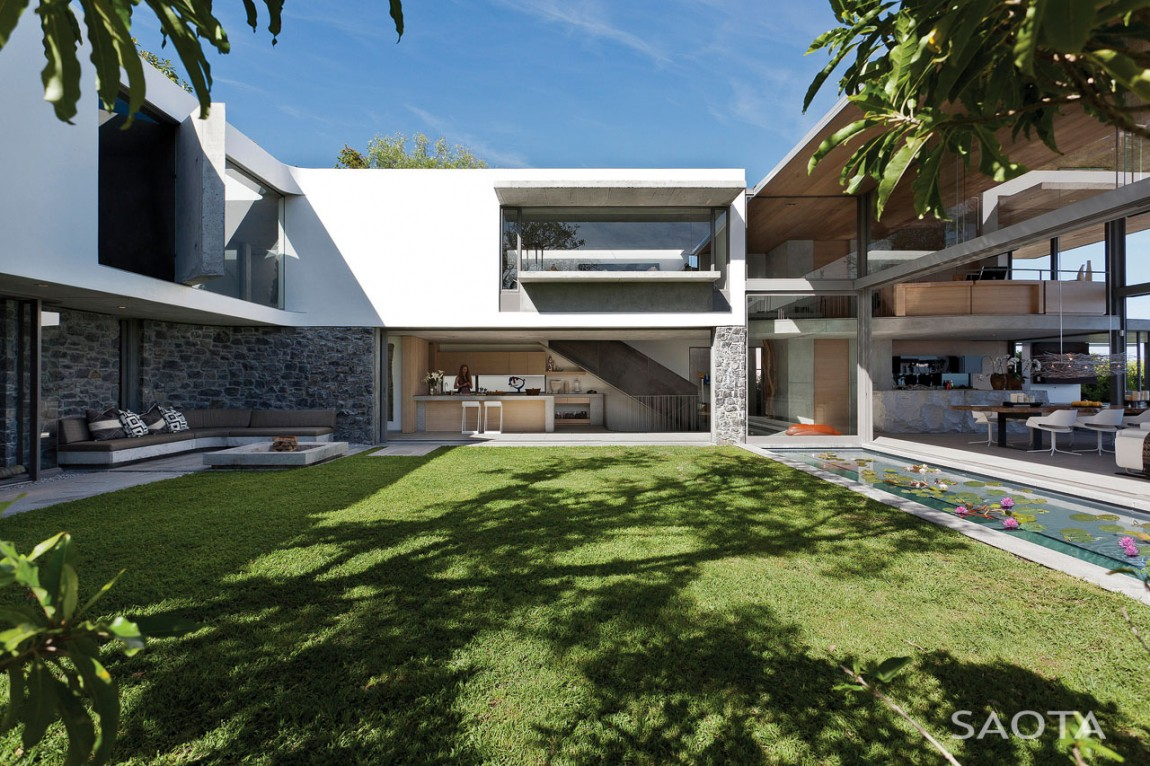 Modern Mansion With Perfect Interiors By Saota: Modern House Designs: De Wet 34 By SAOTA
