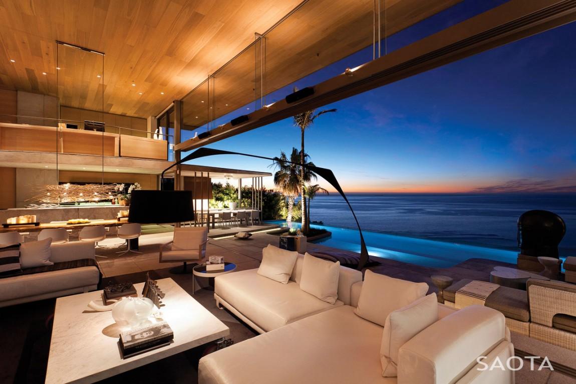 Living room ocean view by saota