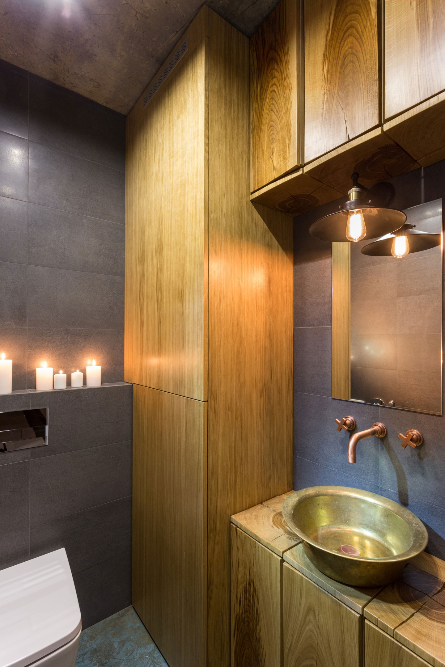 Modern bathroom by SVOYA Studio