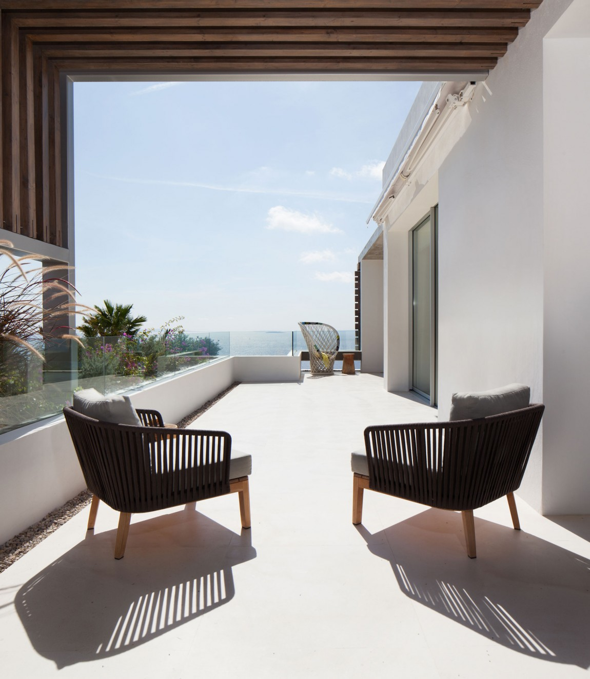 Terrace furniture in modern villa Roca by SAOTA