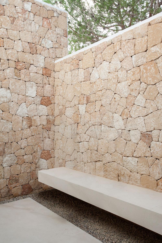 Stone facade in modern villa Roca by SAOTA