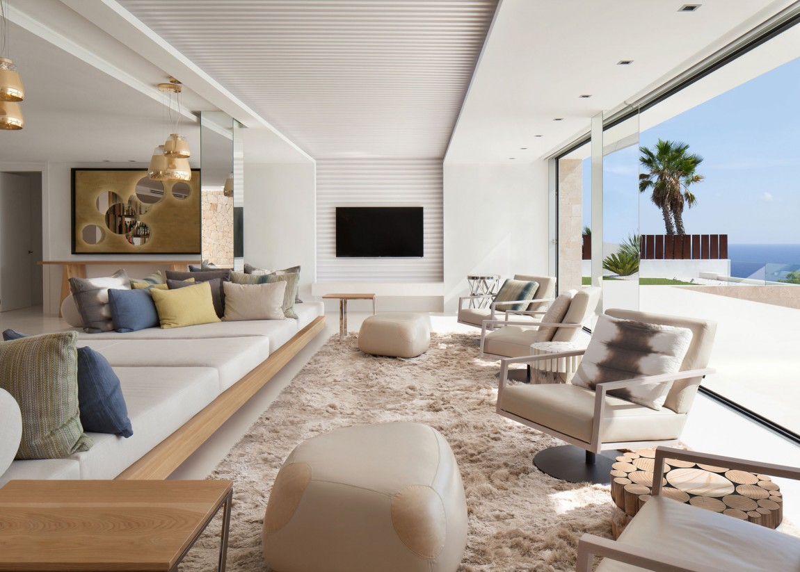 Bright and large living room in modern villa Roca by SAOTA