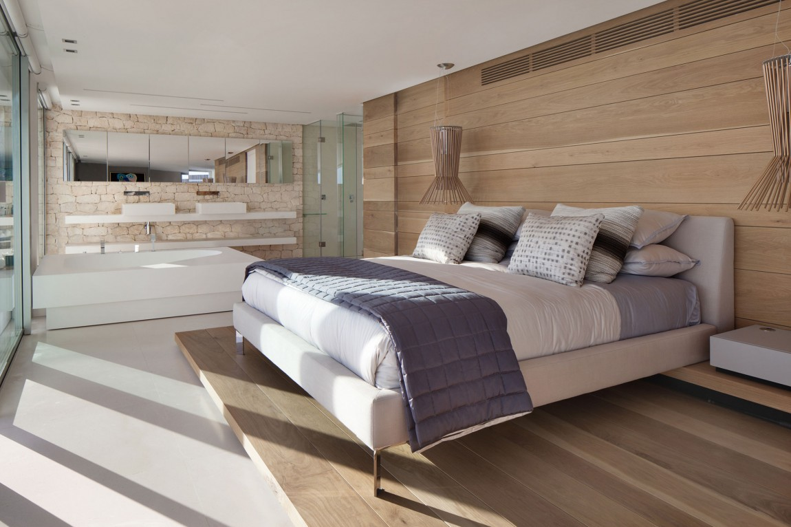Amazing modern bedroom in modern villa Roca by SAOTA
