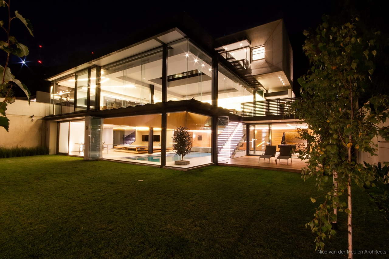 Facade Of Pretty House Designed By Nico Van Der Meulen Architects