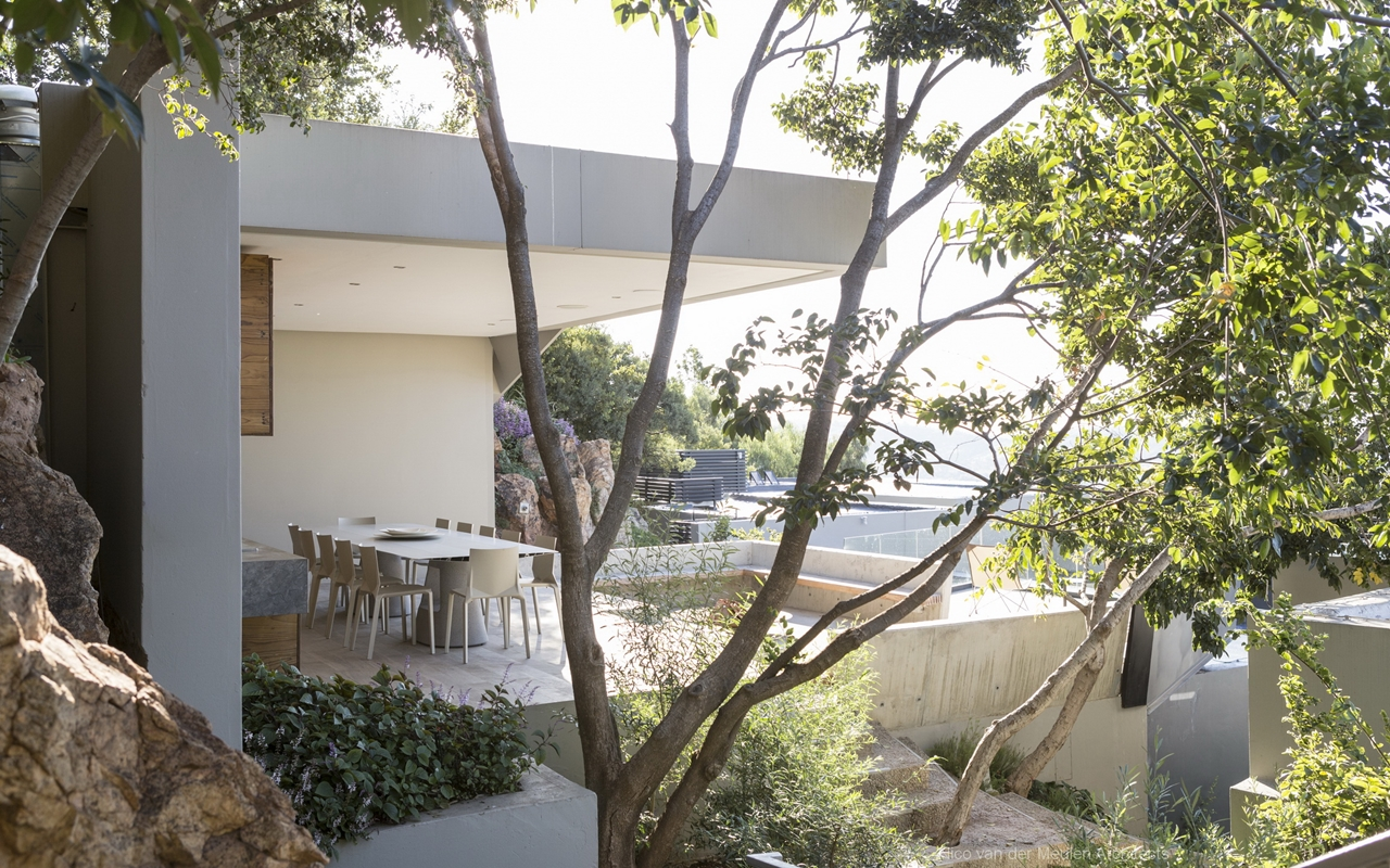 Pretty houses: Stunning modern hillside home - Architecture Beast