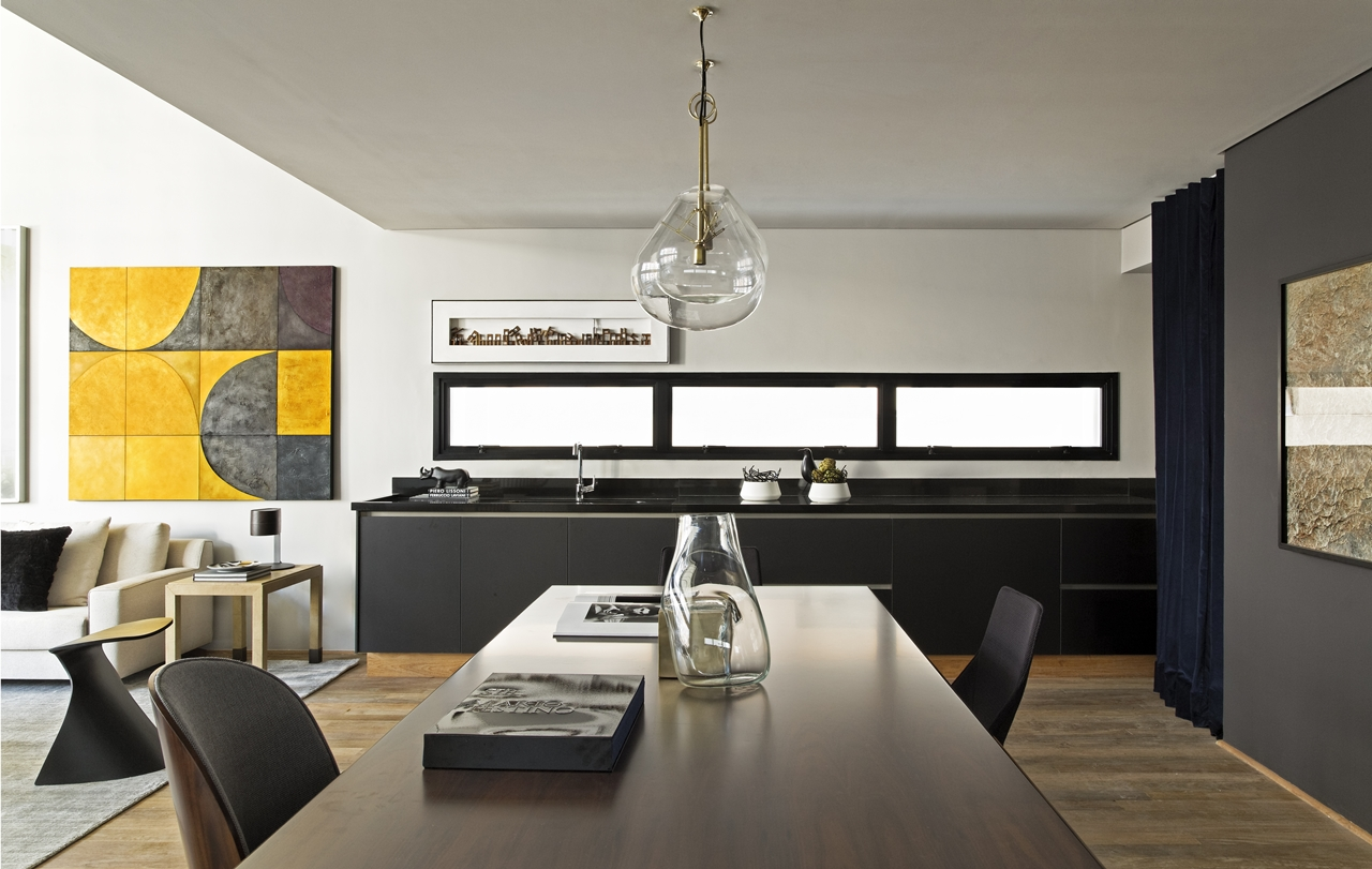 Modern industrial dining room inItacolomi 445 apartment by Diego Revollo