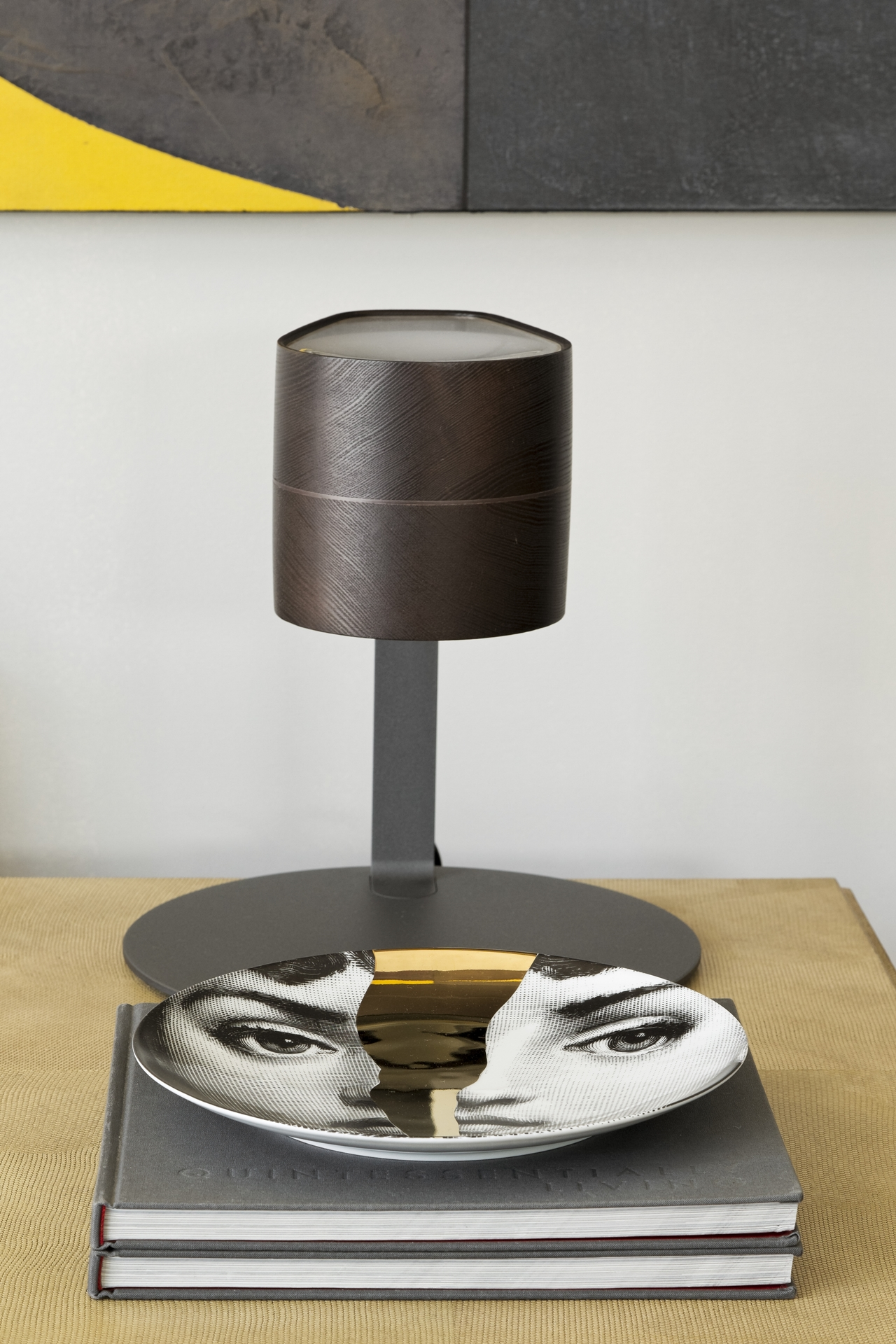 Industrial design lamp in Itacolomi 445 apartment by Diego Revollo