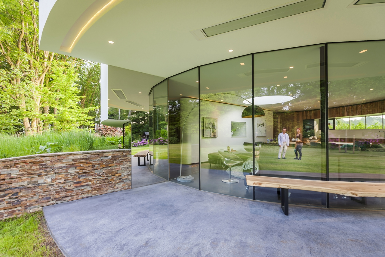 Terrace in round house by 123DV
