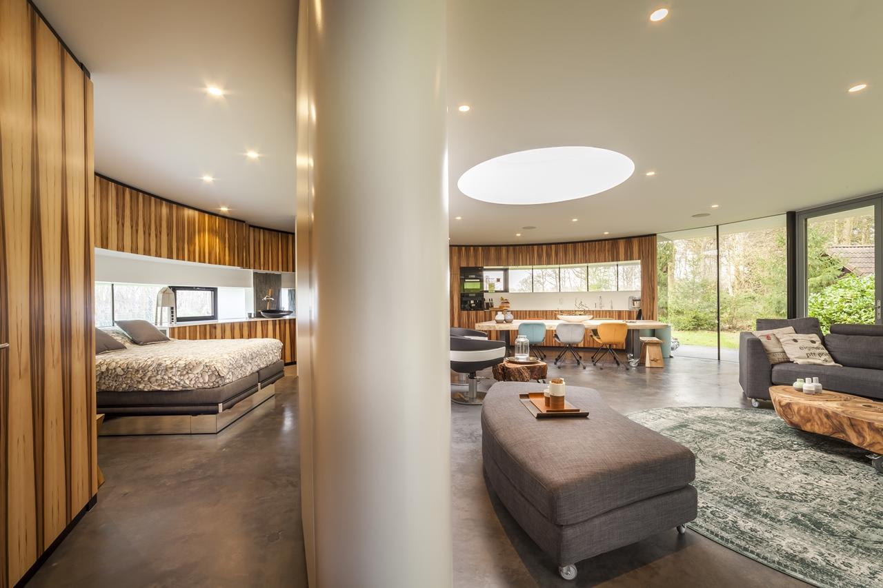 Modern interior in round house by 123DV