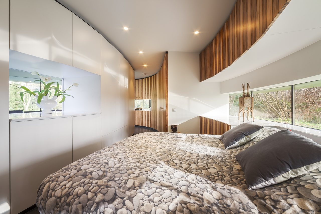 modern bedroom in round house by 123DV