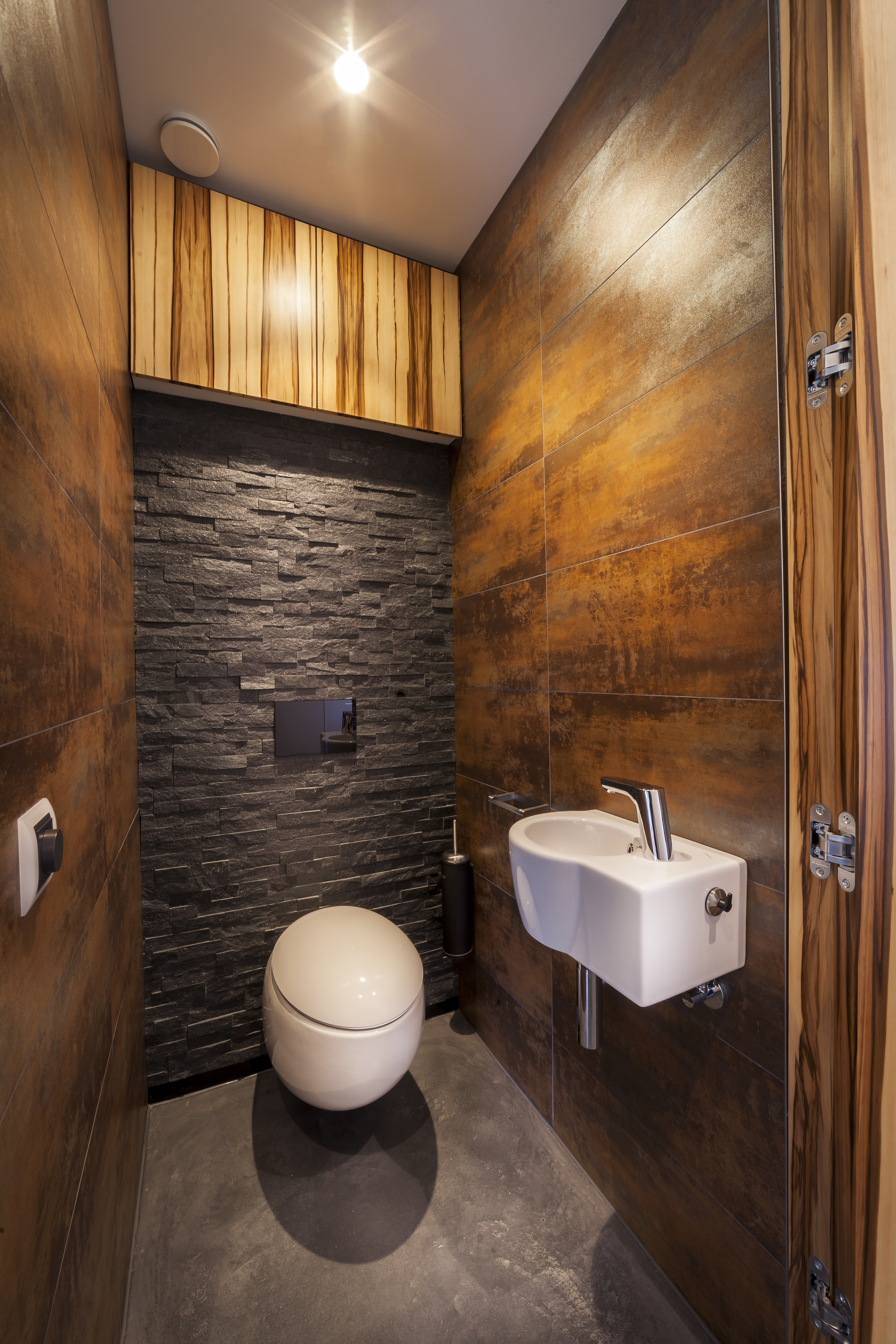 Bathroom in round house by 123DV