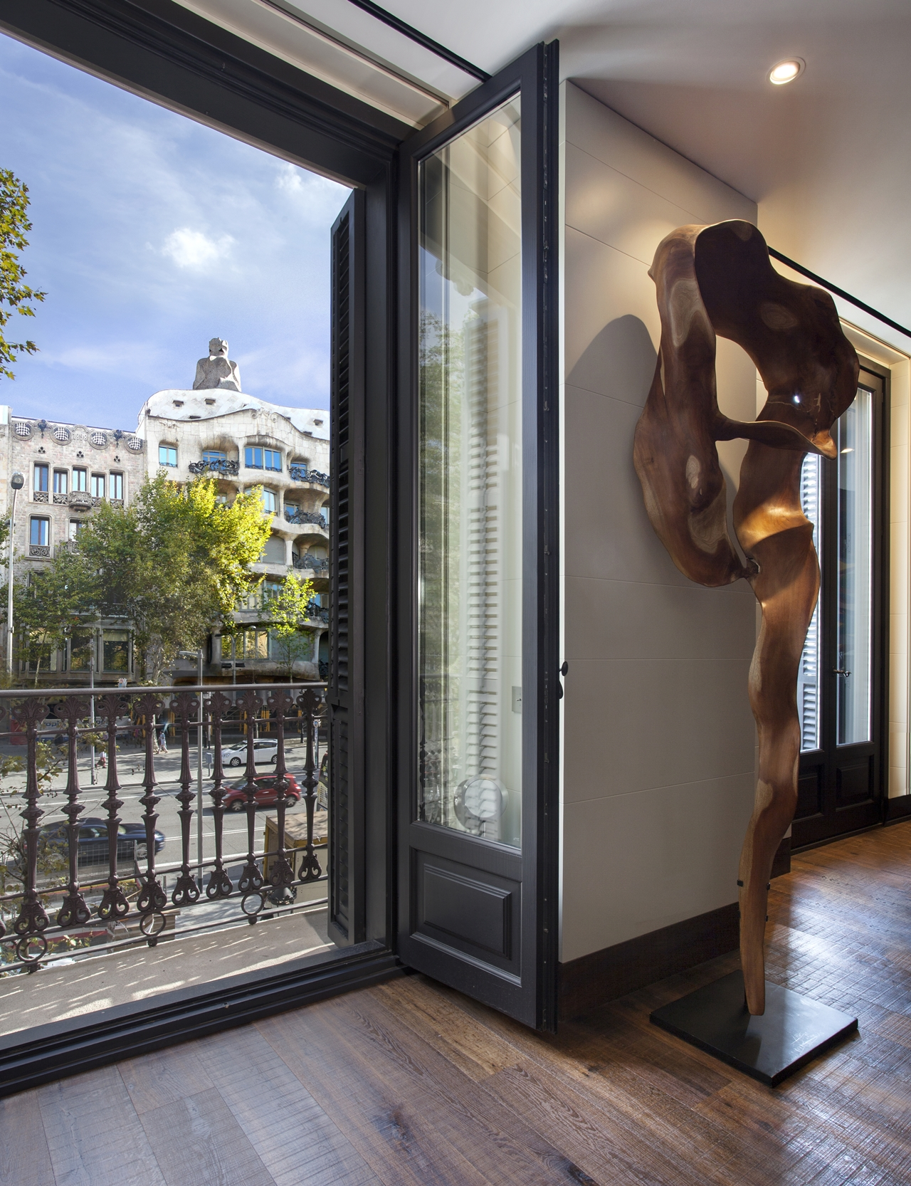 Balcony exit in Barcelona apartment by ARRCC