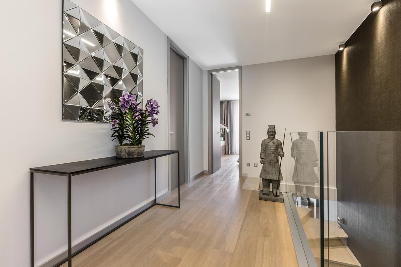 Hallway interior design by NG Studio