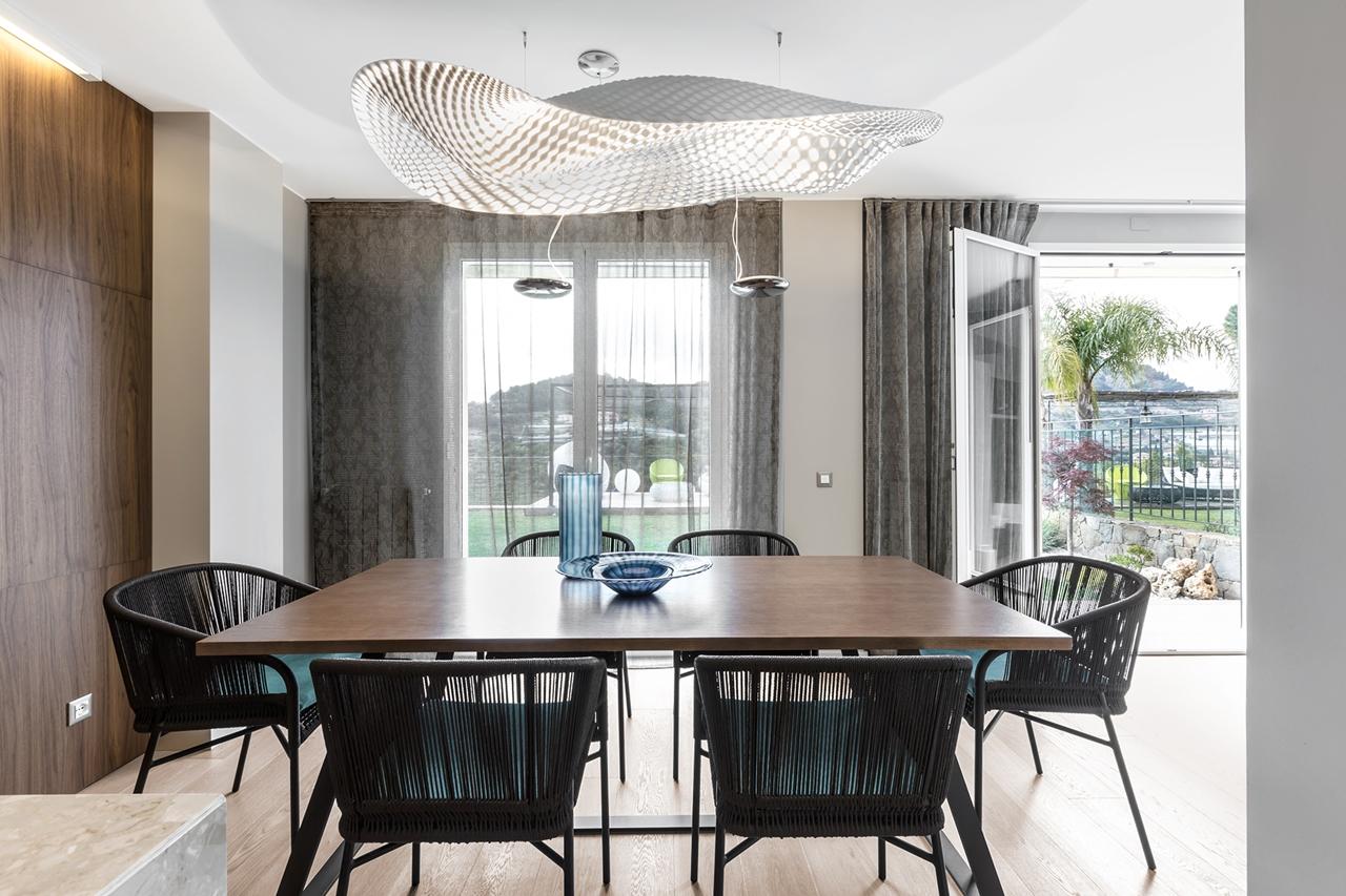 Elegant dining room interior design by NG Studio