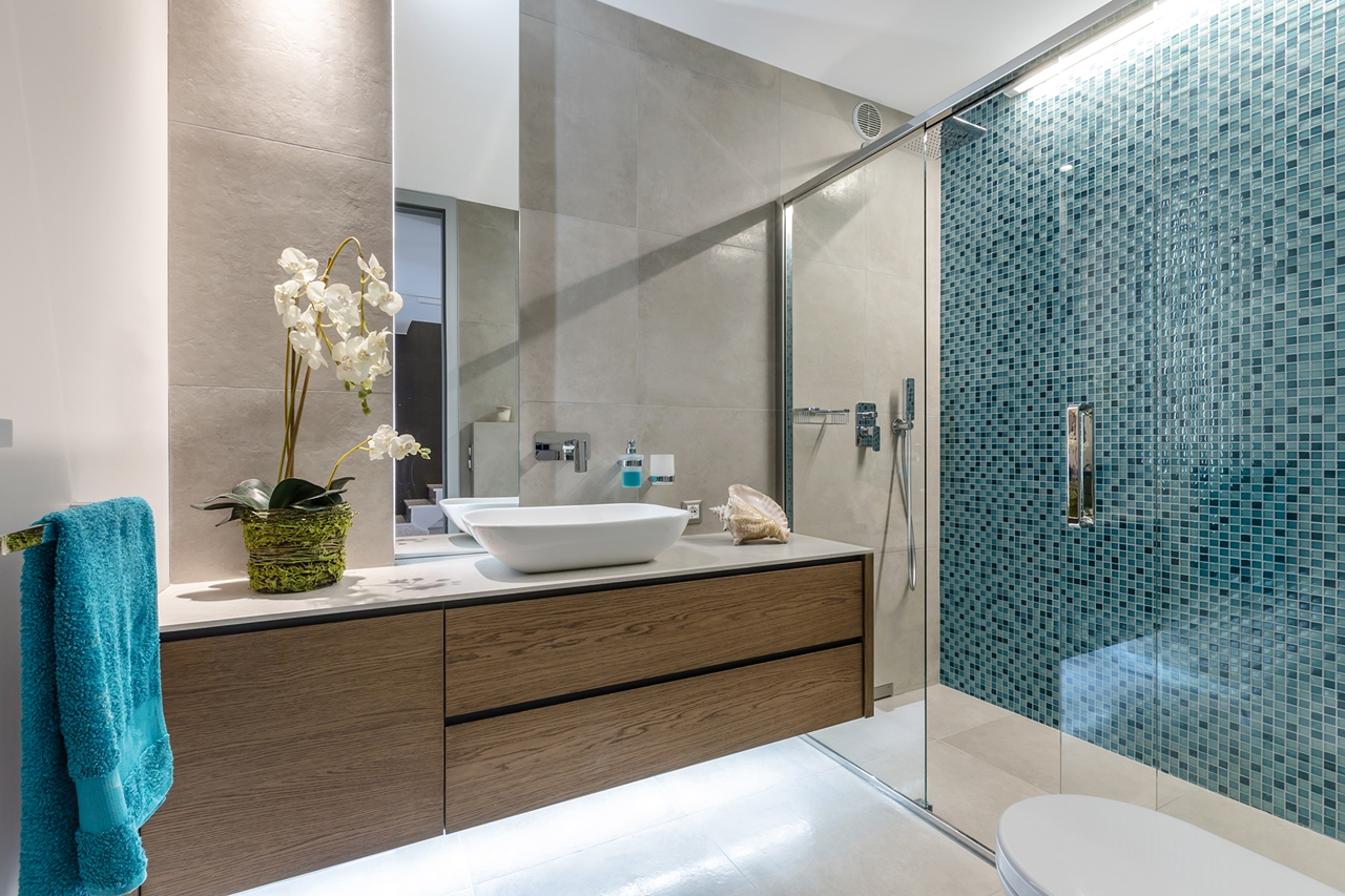Brown and blue bathroom design by NG Studio