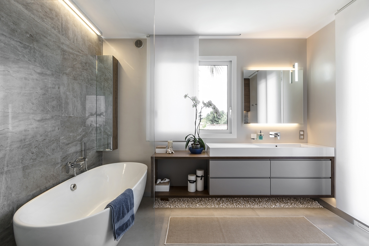 Elegant modern bathroom design by NG Studio