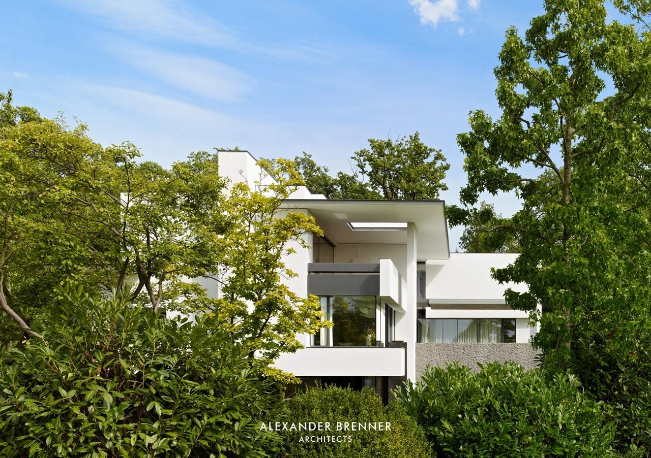 Modern villa by Alexander Brenner