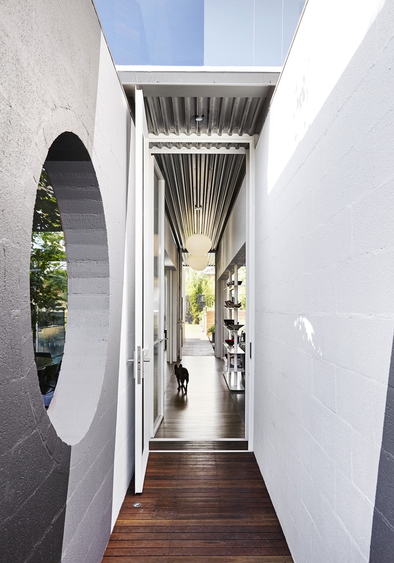 Narrow entrance by Austin Maynard Architects
