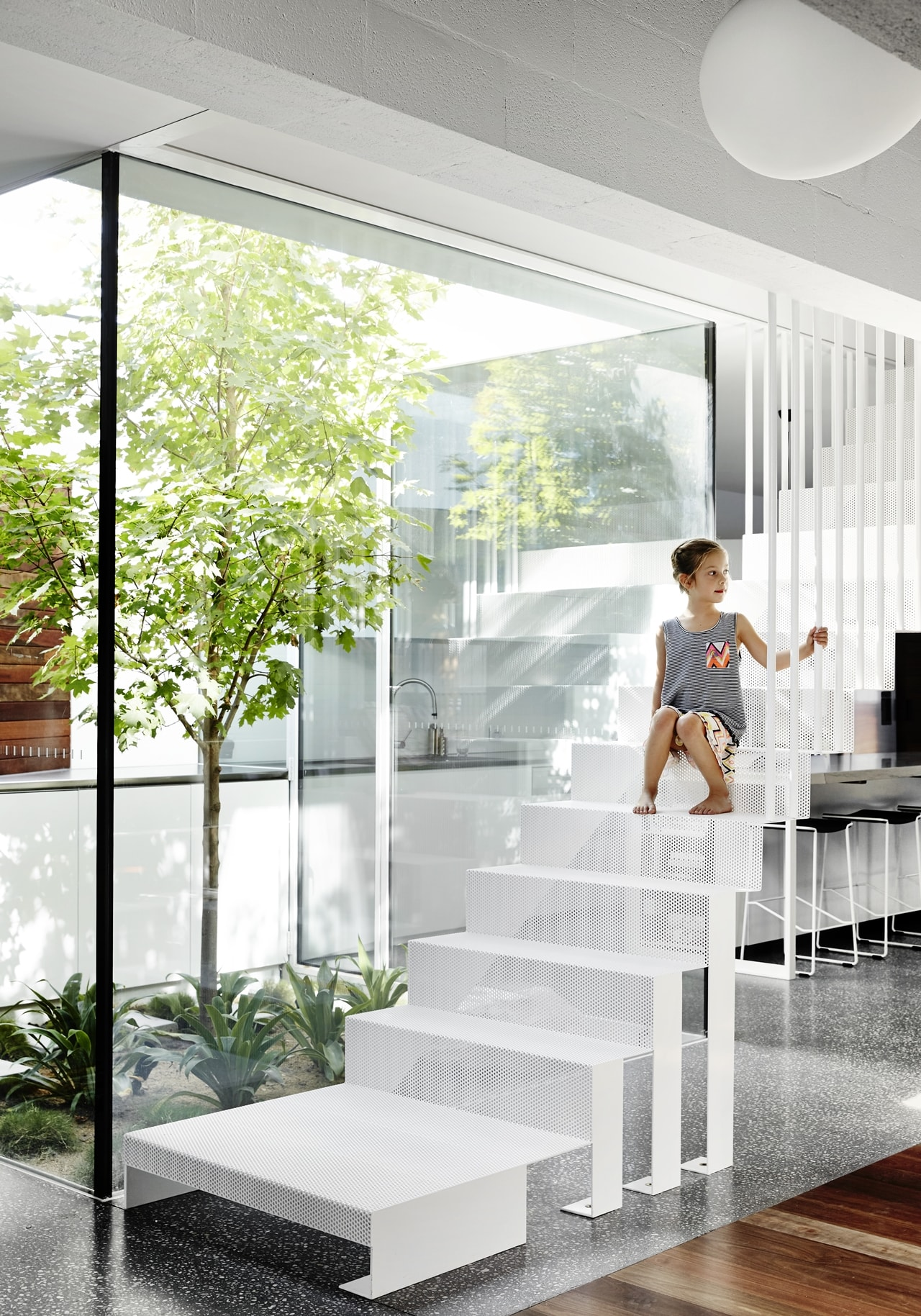Contemporary staircase by Austin Maynard Architects