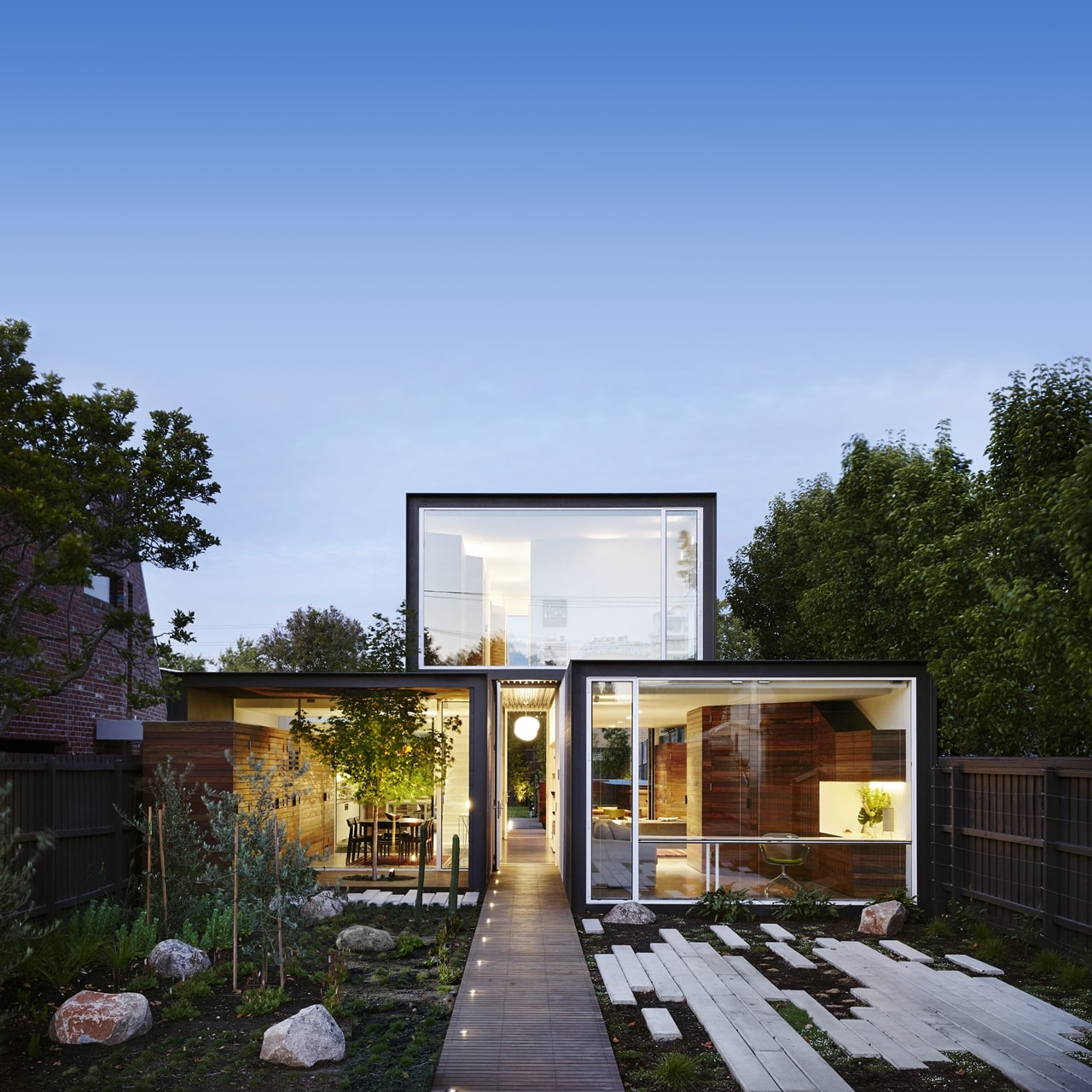 open house design: contemporary home connected to the outdoors