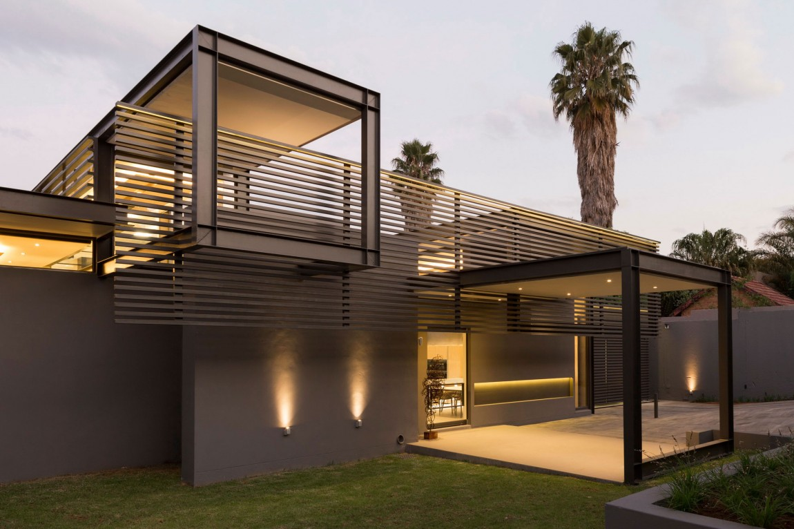 Single story modern house design house sar by nico van for Modern steel house