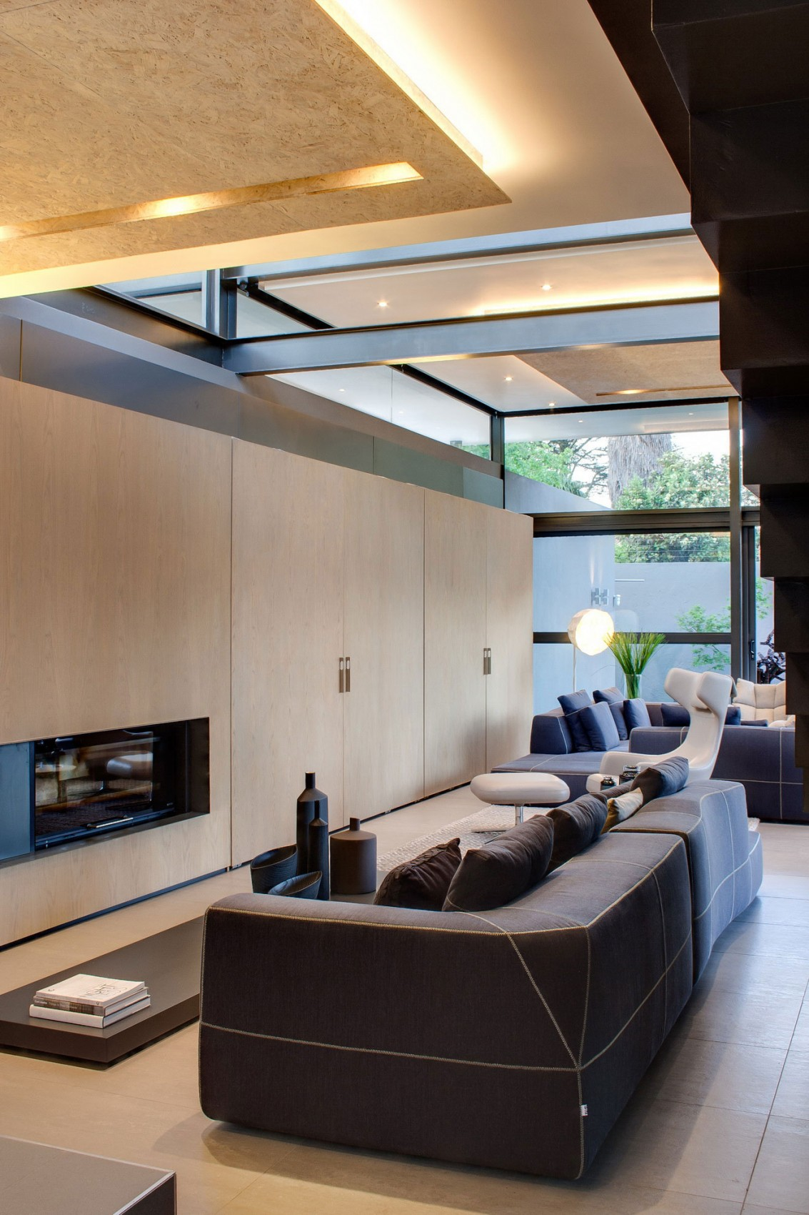Bright living room design in House Sar by Nico van der Meulen Architects